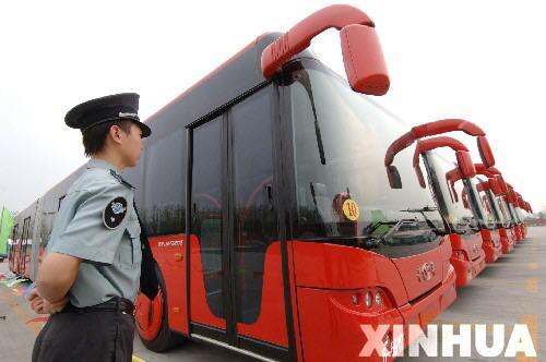 世界第一长公交车亮相杭州高清图片